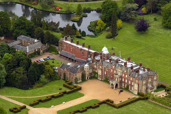 Would You Like To Live Like A Royal On Your Own Private Estate With Acres And Acres To Explore? There Are So Many Gorgeous Estates, Palaces Or Castles That The World'sroyal Families Love Spending Their Time Vacationing Or Living There Every Year.